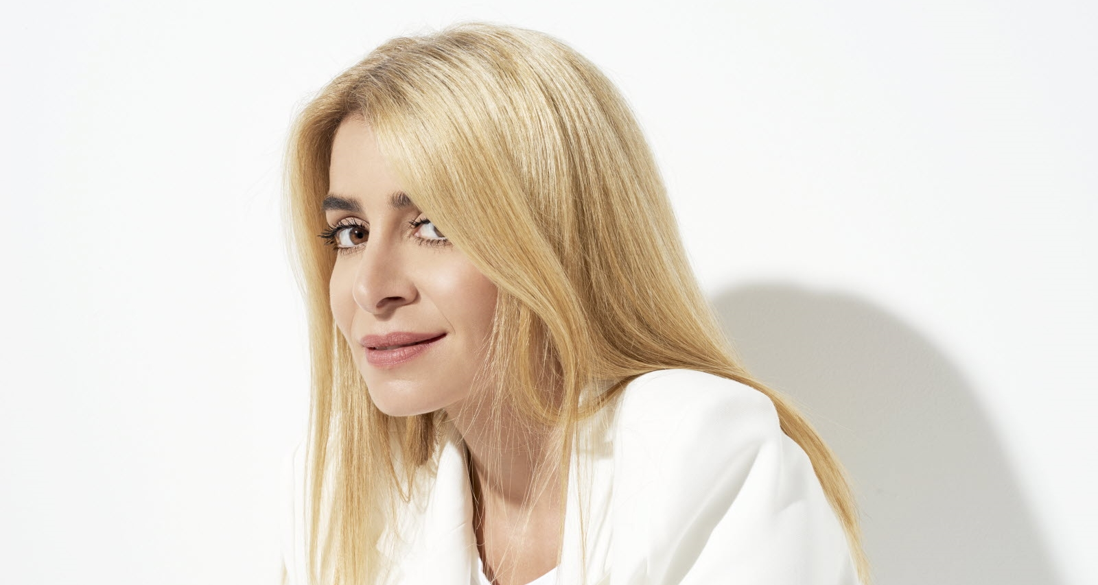 julie zenatti debuts carriere enfance notre dame de paris semaine speciale