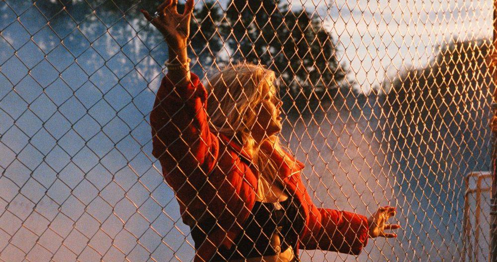 louane clip tornade réédition joie de vivre en couleurs